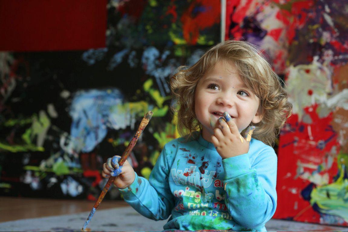 Wunderkind in Windeln: zweijährige Malerin macht in Australien Furore
