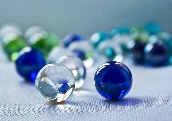 Синие стеклянные шарики