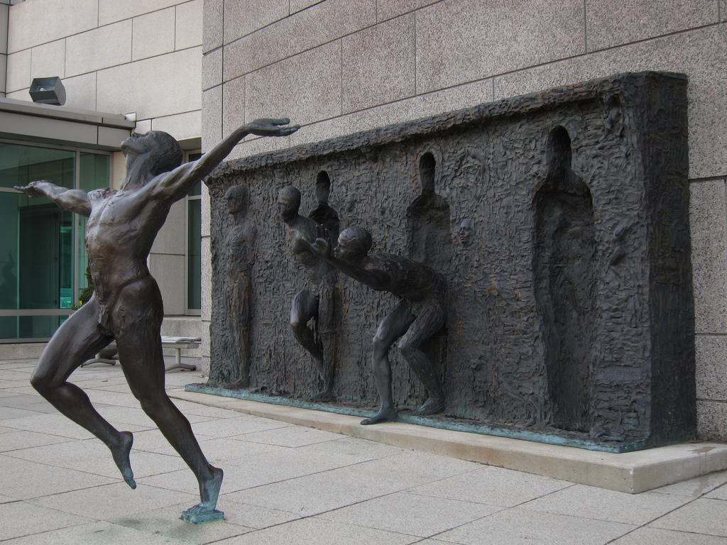 Freedom befreiung zenos frudakis sculpture