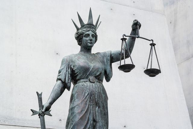Отклонение от закона Бенфорда — признак того, что финансовые или аналитические данные требуют более пристального внимания, — источник.
