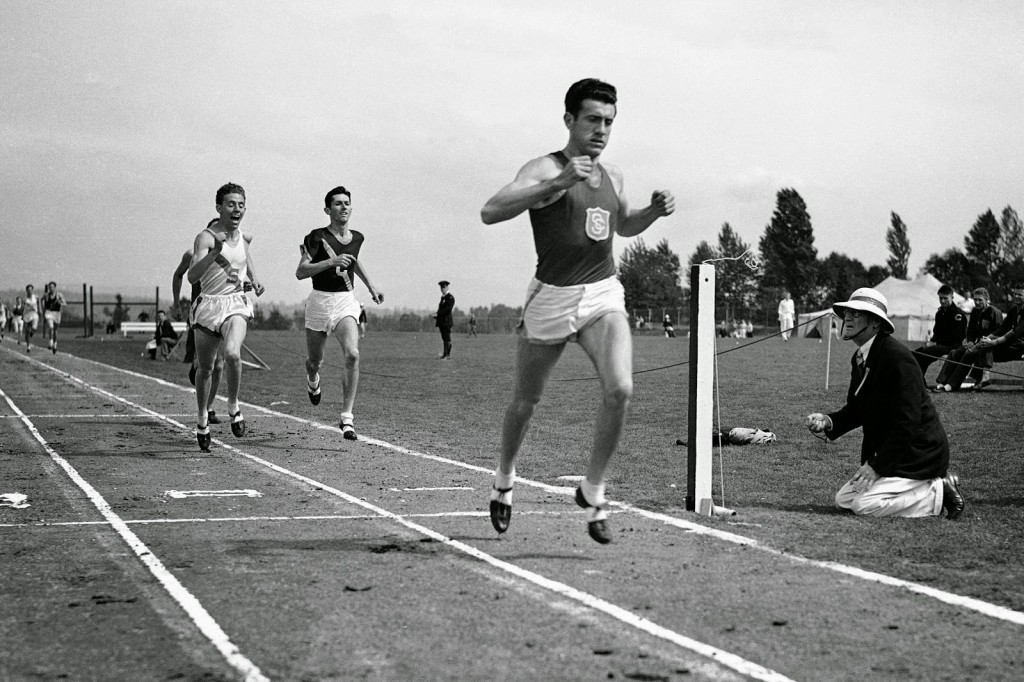 Louis-Zamperini-Wins-the-Mile-in-Seattle-1939