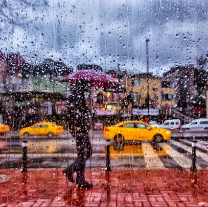 Маленькие осознанные действия, вдохновленные истинными желаниями, создают жизнь, которая дарит вам радость даже в самую дождливую погоду, — источник.