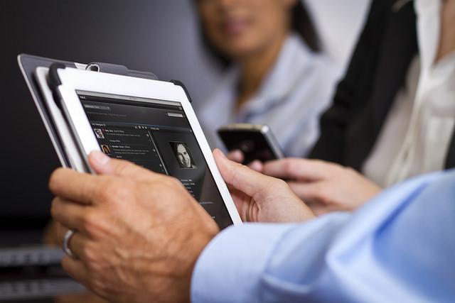 Используйте современные технологии для обучения клиентов. Источник.