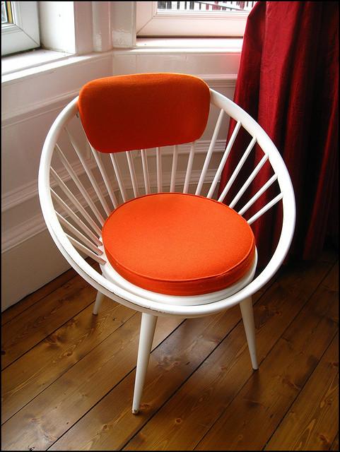Почувствуйте тепло и домашний уют обыкновенного стула, — источник.