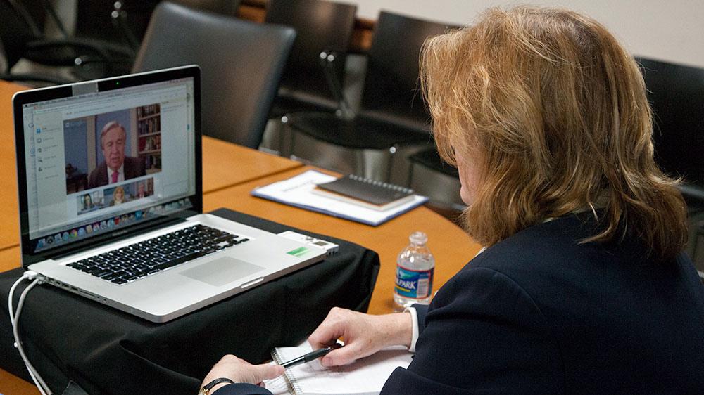 Используйте интернет-сервисы для обучения клиентов. Источник.