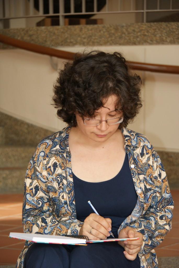 Дарья Кутузова — нарративный консультант и специалист по письменным практикам.