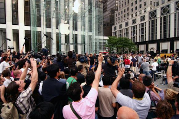 У Apple превосходно получилось убедить людей в том, что их продукция — лучшая в мире, — источник.