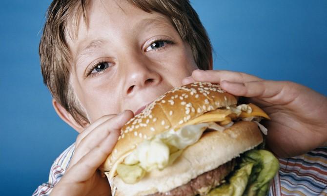 от каких продуктов откладывается жир на животе