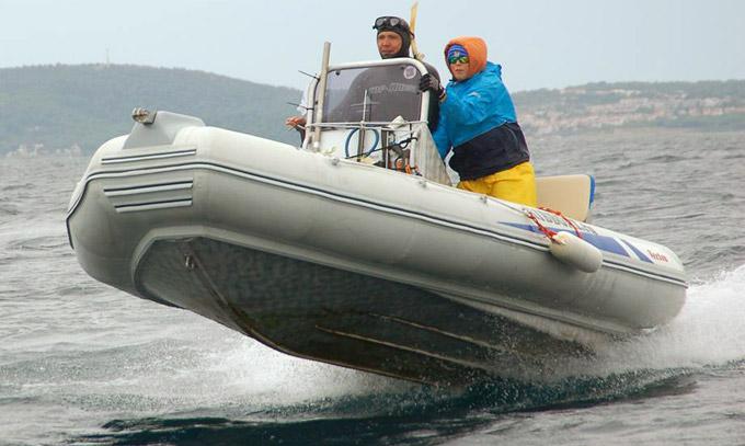 Работа компании похожа на движение моторной лодки
