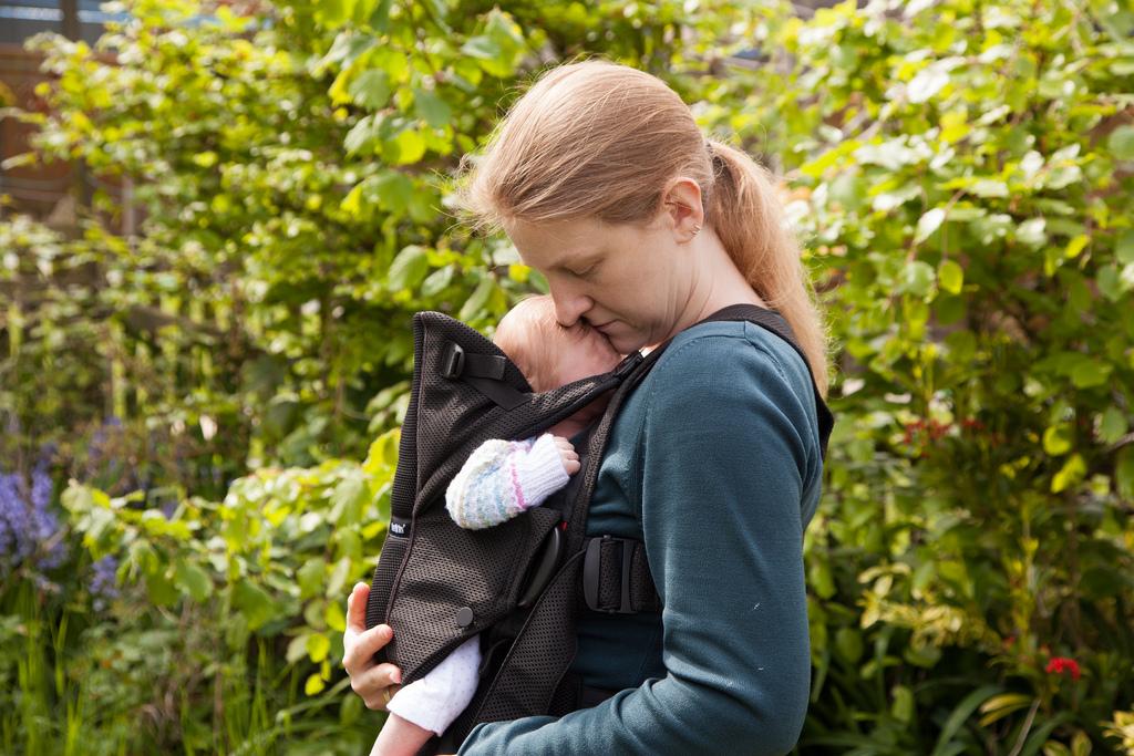 В таком рюкзаке малыш всегда рядом с мамой