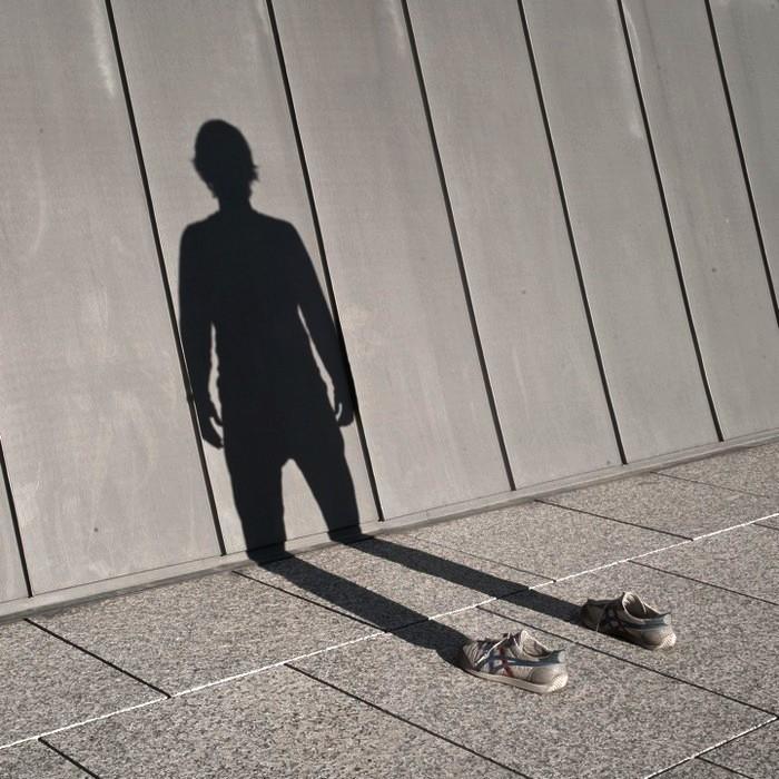 Проблемы похожи на тень. Если вы убегаете от них, они преследуют вас и рано или поздно догоняют.