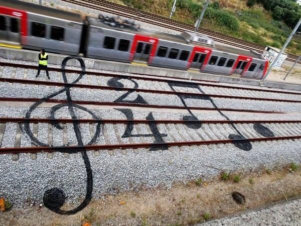 Музыка повсюду, - источник.