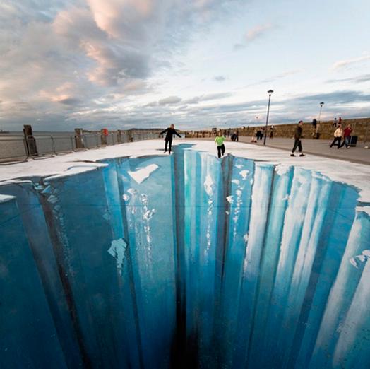 Мозг способен видеть 3D-картина на асфальте «Ледниковый период». Автор — Эдгар Мюллер.