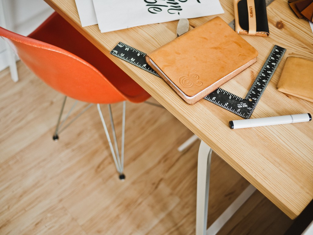 Составьте с сотрудником пошаговый список действий для выполнения задачи. Источник.
