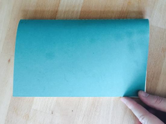Жирные пальцы на блокноте — это не круто