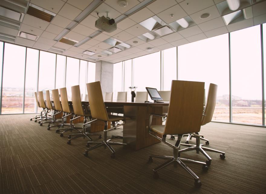 Отсутствие ежедневных встреч плохо влияет на эффективность команды. Источник.