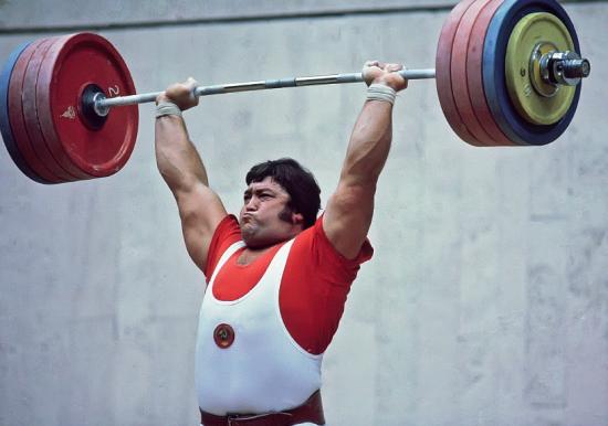 Султан Рахманов (Советский Союз), золотая медаль в соревнованиях по тяжелой атлетике