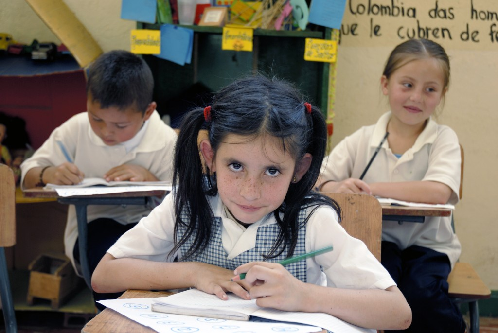 (2011_Education_for_All_Global_Monitoring_Report)_-_School_children_in_Florida_(Valle),_in_Colombia