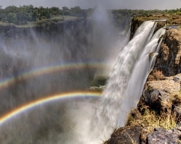 Двойная радуга на водопаде Виктория, — источник.