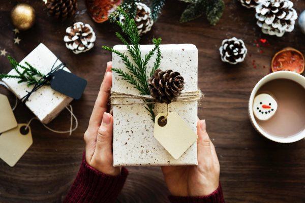 Какой праздник без подарков! Решите, кому и какой подарок вы сделаете