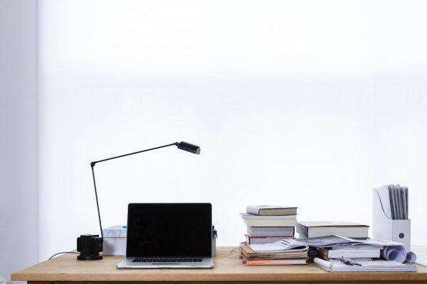 Поскольку многие из нас постоянно используют компьютеры и мобильные устройства в работе, время нахождения наедине с экранами и дисплеями катастрофически увеличилось.