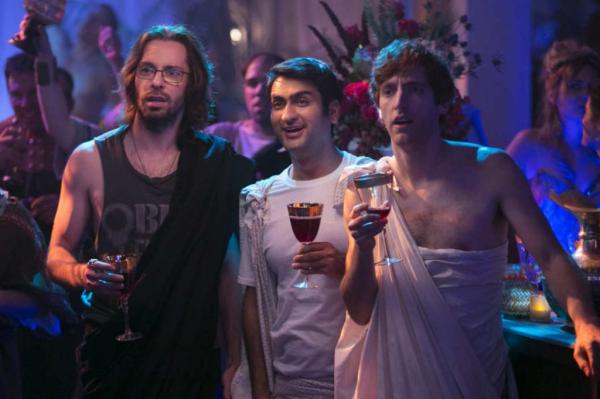 Все счастливы! Пошли на вечеринку! Кадр из сериала «Силиконовая долина»