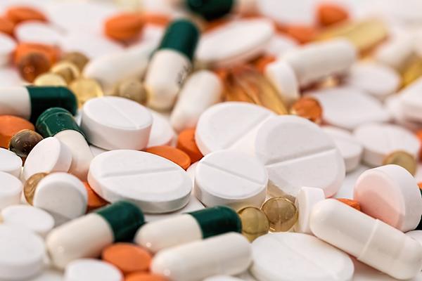 Если вы регулярно принимаете лекарственные препараты, отпускаемые по назначению врача или доступные без рецепта, следите, чтобы они не приводили к потере необходимых вашему мозгу веществ