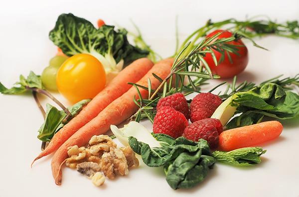 Поддерживать гомоцистеин на приемлемом уровне хорошо помогают витамины группы В