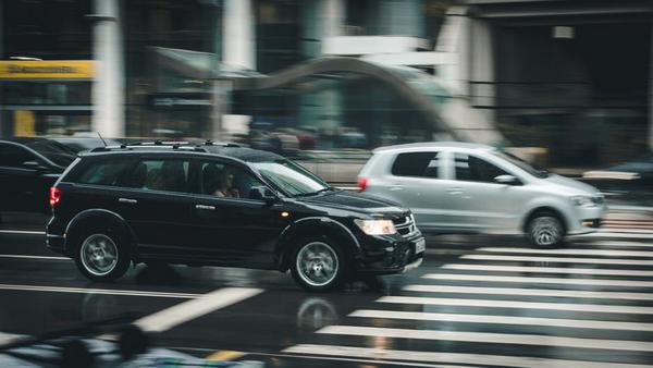 Чем круче автомобиль, тем менее этично ведет себя его владелец
