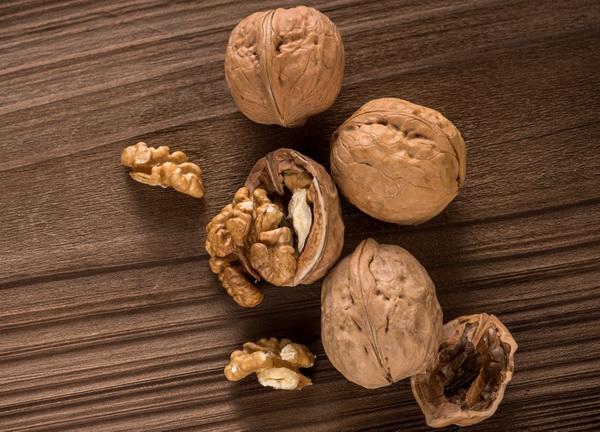Всем шпината! 7 продуктов, которые делают ваш ум острее - Грецкие орехи