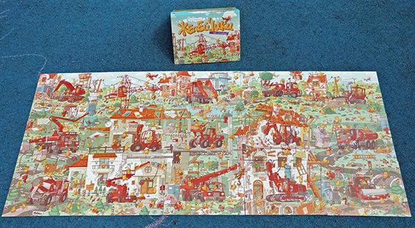 Книга создана в очень интересном формате. Это картонная папка с листами-карточками