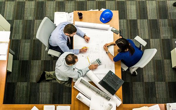 Чем больше людей в организации уполномочены принимать решения, тем больше удовольствия получают они от работы