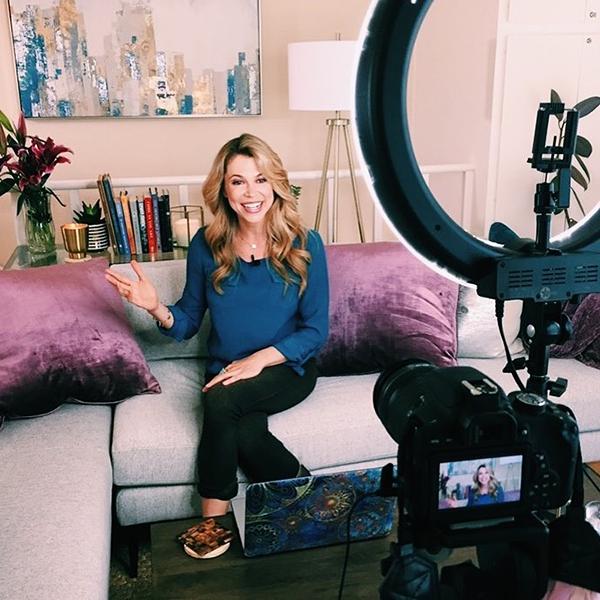 Кристин Хасслер делится опытом в книгах и в Instagram