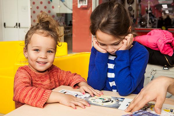 Читающий ребенок задает сложные вопросы, имеет свое мнение и понимание всех вещей, возможно, не похожее на родительское
