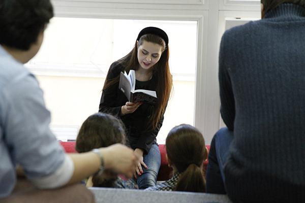 Интервью с Мартой Райцес. Как заинтересовать ребенка чтением, польза читательского дневника и советы от книжного гида