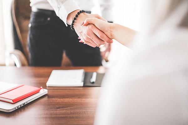 Каждому предпринимателю важно поддерживать контакты с теми, кто занят похожими вещами: они могут из конкурентов превратиться в коллег