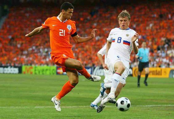 Эпизод матча Голландия — Россия (чемпионат Европы-2008)