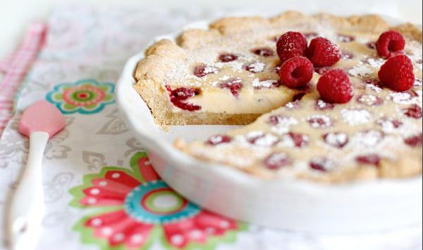 Пирог с белым шоколадом и малиной