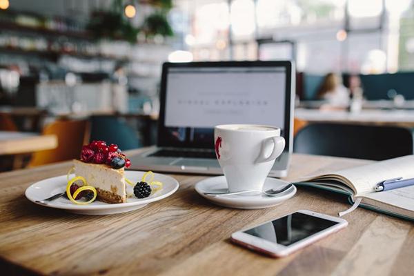 Незапланированные десерты, бесконечные чашки кофе, нескончаемое сидение в социальных сетях — без всего этого можно обойтись