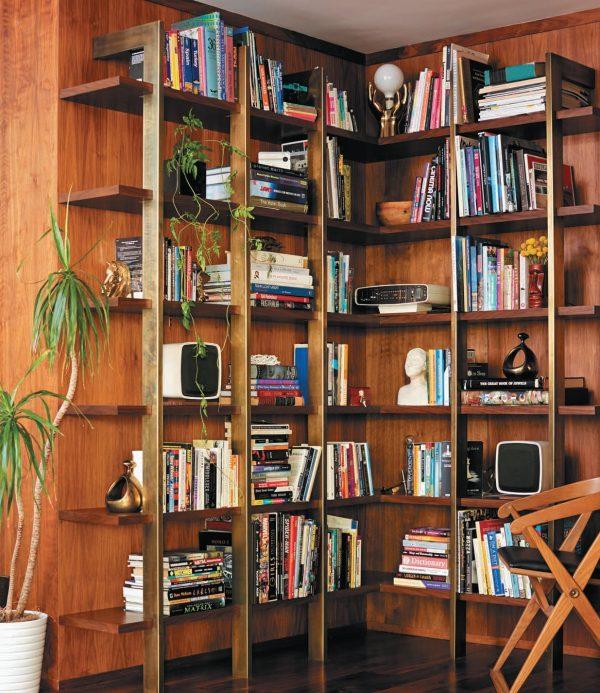 Три с половиной стильных способа хранить книги дома