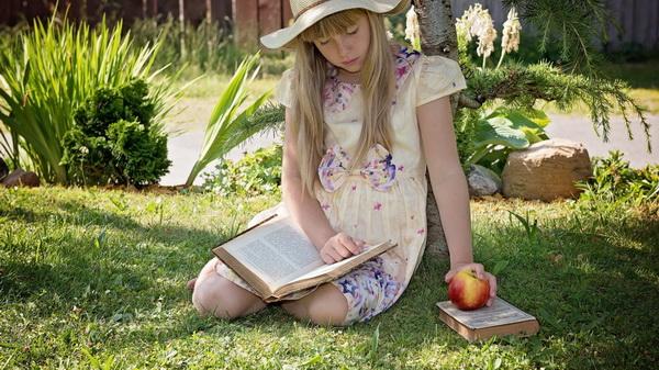 Как приучить ребенка к чтению: 10 советов для родителей