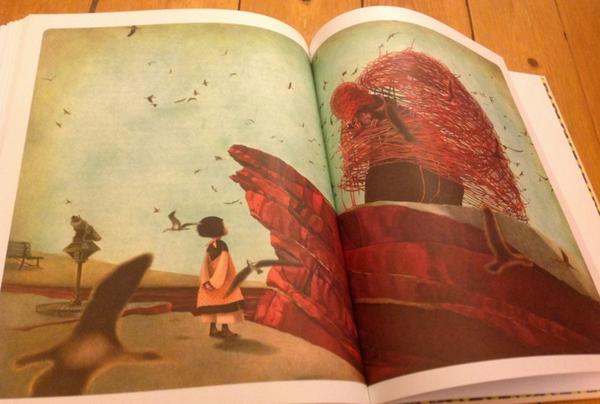 Уникальное издание «Алиса в стране чудес» с потрясающими иллюстрациями знаменитой французской художницы Ребекки Дотремер нравится как взрослым, так и детям.