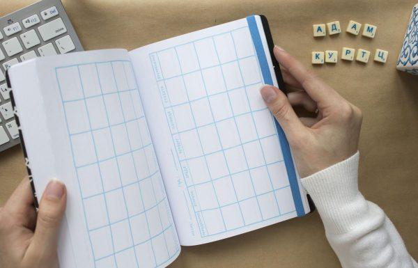 В конце блокнота есть календари для каждого месяца. Используйте их для особых дат или обратного отсчета.