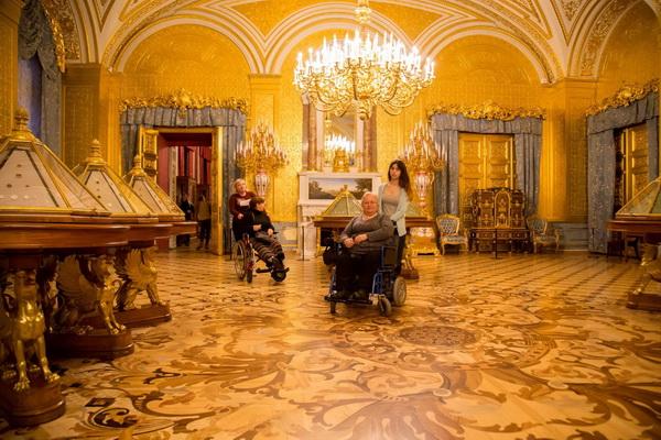 Наталья Гаспарян и Мария Бондарь подарили мир людям с ограниченными возможностями.