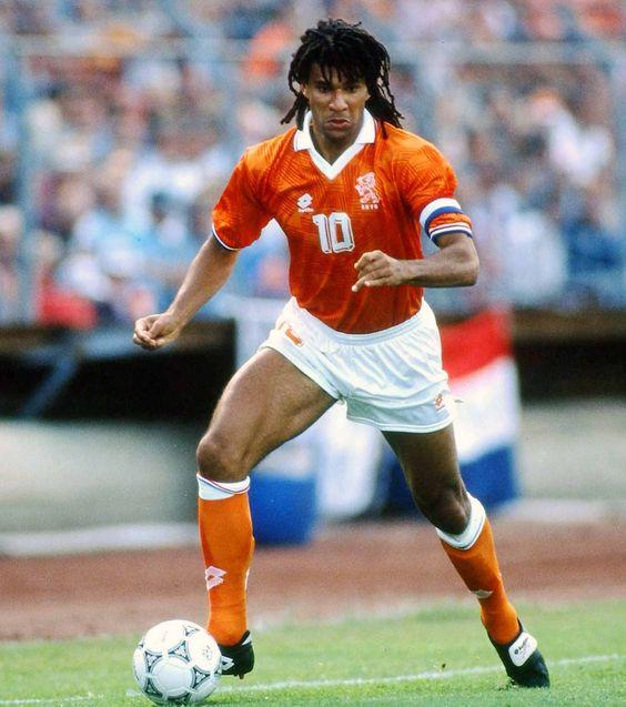 Рууд Гуллит в матче за сборную Голландии