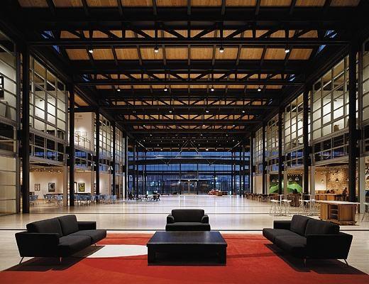 Главный холл Steve Jobs Building.