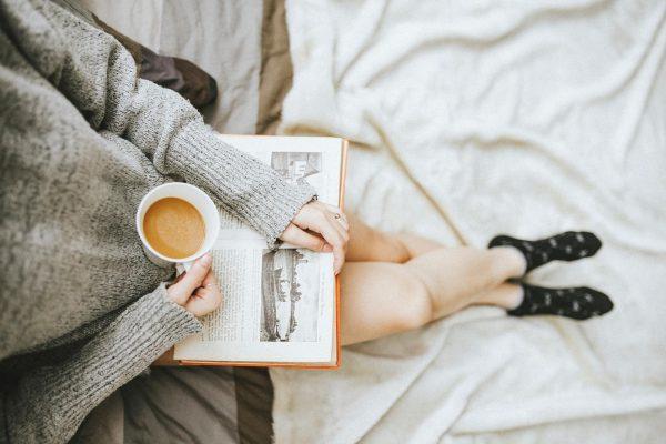 Наденьте любимый свитер, сварите кофе и читайте