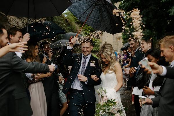 Пары, поженившиеся в присутствии свидетелей, разводятся реже