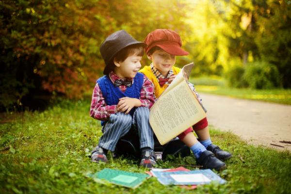 Ребенок явно сосредоточен на своем мозге, но не столько на его развитии, сколько на его восхвалении.