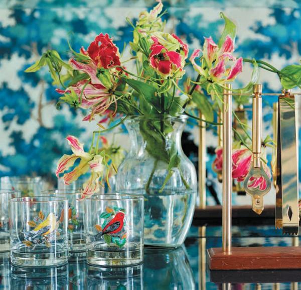 Разные картинки на стаканах помогут гостям быть в курсе, где чей напиток.